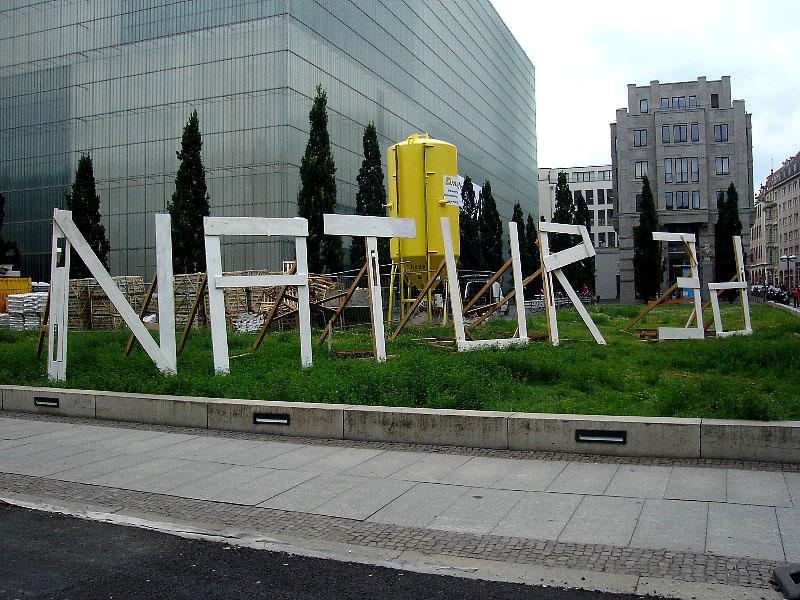 Leipzig, Museumsquartier, Freiland-Ausstellungs-Hinweis, nature3D, Ansicht nach SÜDEN, 02.07.2012