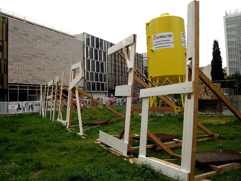 Leipzig, Museumsquartier, Freiland-Ausstellungs-Hinweis, nature3D, Ansicht nach Nord-Ost, 02.07.2012