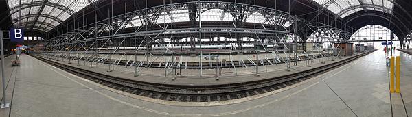 LEIPZIG, Hauptbahnhof, Bstg.17, i-PANORAMA, looking west, 04.05.2014