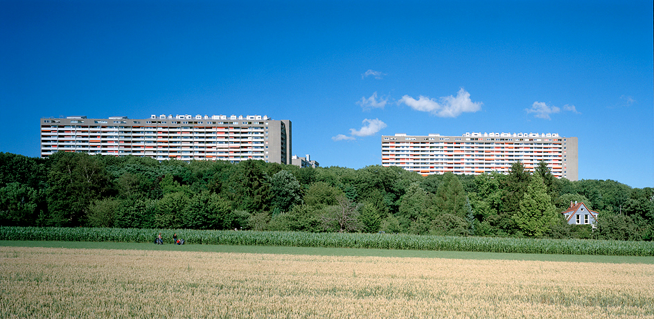STUTTGART, Hannibal,Der Asemwald-Komplex aus der Ferne, 02.07.2003