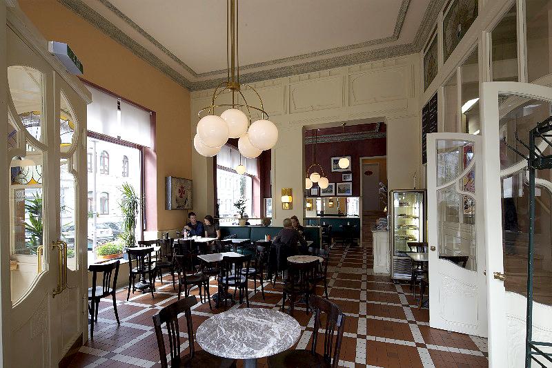 CAFÉ MAÎTRE, INNEN, 30.08.2011