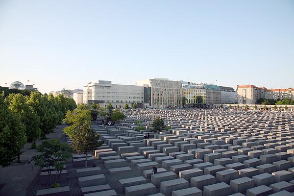 BERLIN-MITTE, Holocaust-Mahnmal, loocking north, 24.05.2008