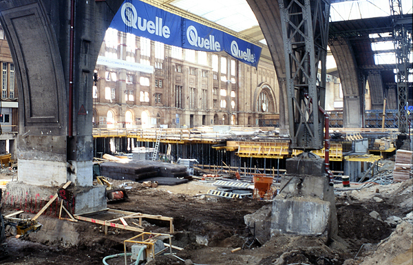 LEIPZIG, CENTRAL STATION, during re-construction, looking south-west, scan from Diapositiv, 18.08.1996