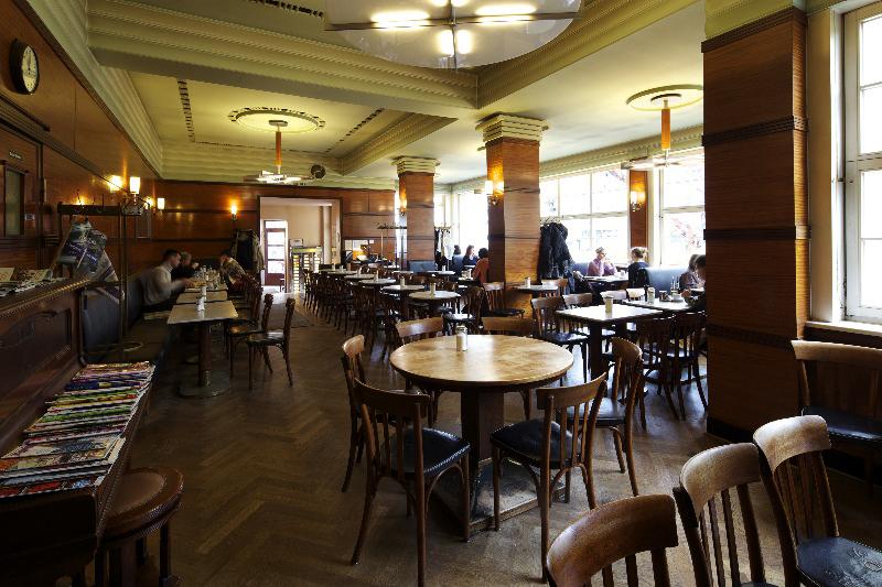 CAFÉ GRUNDMANN, INNEN, 10.11.2010