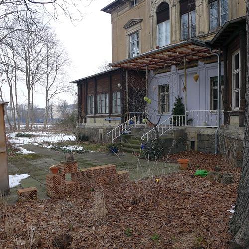 Leipzig, vorn der Garten, hinten der Stadthafen, 28.03.2013