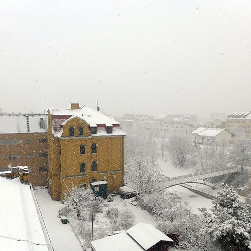 Leipzig, Schnee zurück auf Kanal-Eisschollen, 29.03.2013