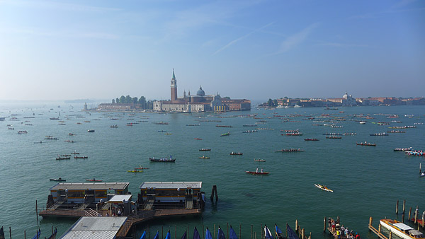 VENEDIG, at the 40th Vogalonga attended by over 2100 boats and more than 8000 rowers, 08.06.2014