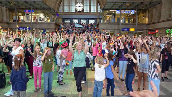 Leipzig tanzt ... WM! Flashmob OSTHALLE im HAUPTBAHNHOF, 12.07.2014