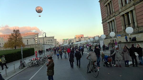 BERLIN, Lichtgrenze am GROPIUS-BAU, 08.11.2014