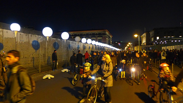 BERLIN, Lichtgrenze am GROPIUS-BAU, lokking west, 08.11.2014