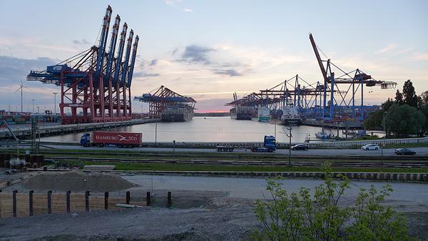 HAMBURG, EUROGATE; Waltershofer Damm, looking west, 21.05.2015