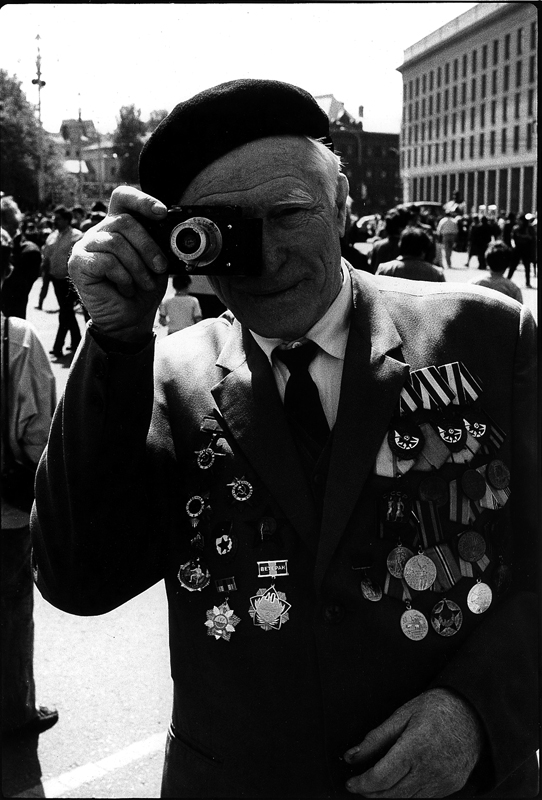 MOSKAU, 9. MAY 1989, VICTORY DAY, LEICA-PHOTOGRAPHER