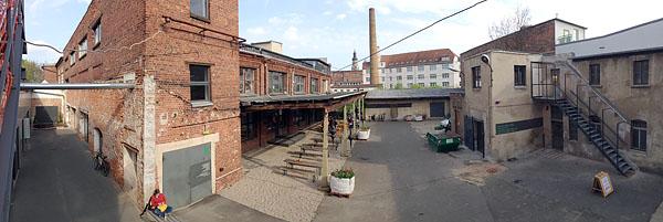 TAPETENWERK, auf der Feuertreppe, Innenhof, looking south, 12.04.2014